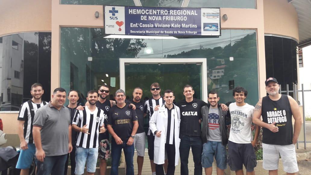 Torcedores do Botafogo dando o exemplo no Hemocentro