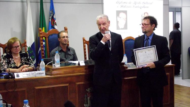 Desembargador Clélio Erthal foi homenageado pelo Legislativo cordeirense (Foto: Divulgação)