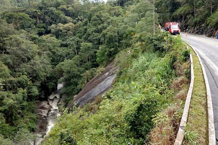 Acidente aconteceu na RJ-116, na altura do km 73, em Mury (Foto: Leitor via WhatsApp)
