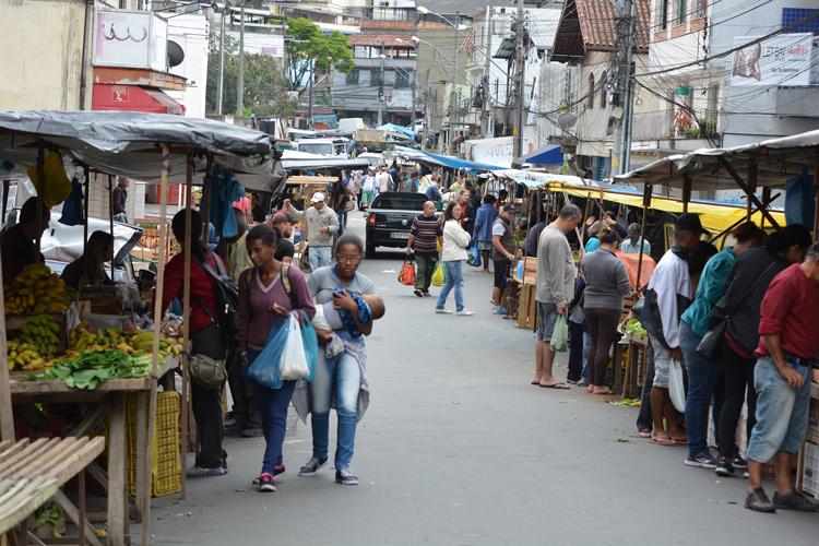 Profissionais de saúde estarão na feira do bairro, orientando a população e distribuindo panfletos (Foto: Henrique Pinheiro)
