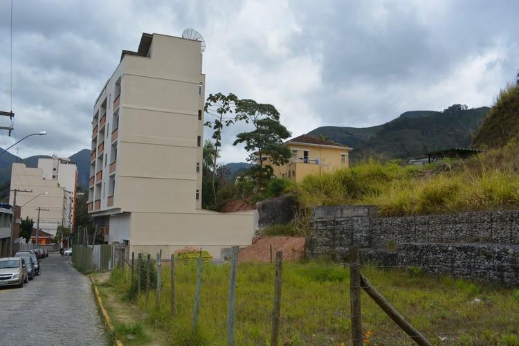 A lateral do prédio reconstruída (Fotos: Henrique Pinheiro)