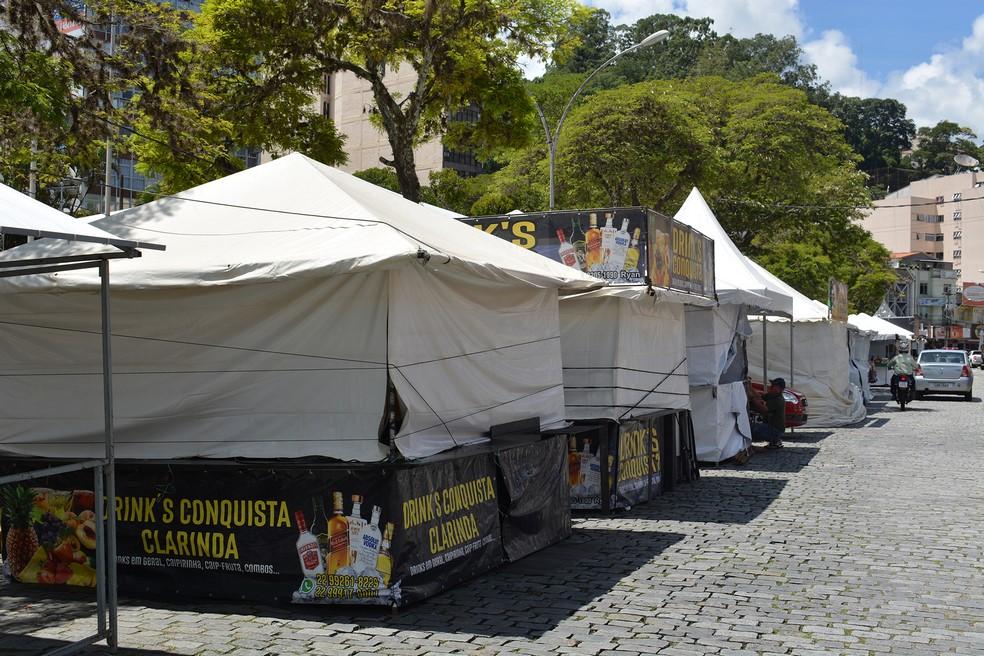 As barraquinhas prontas para a festa (Foto: Henrique Pinheiro)