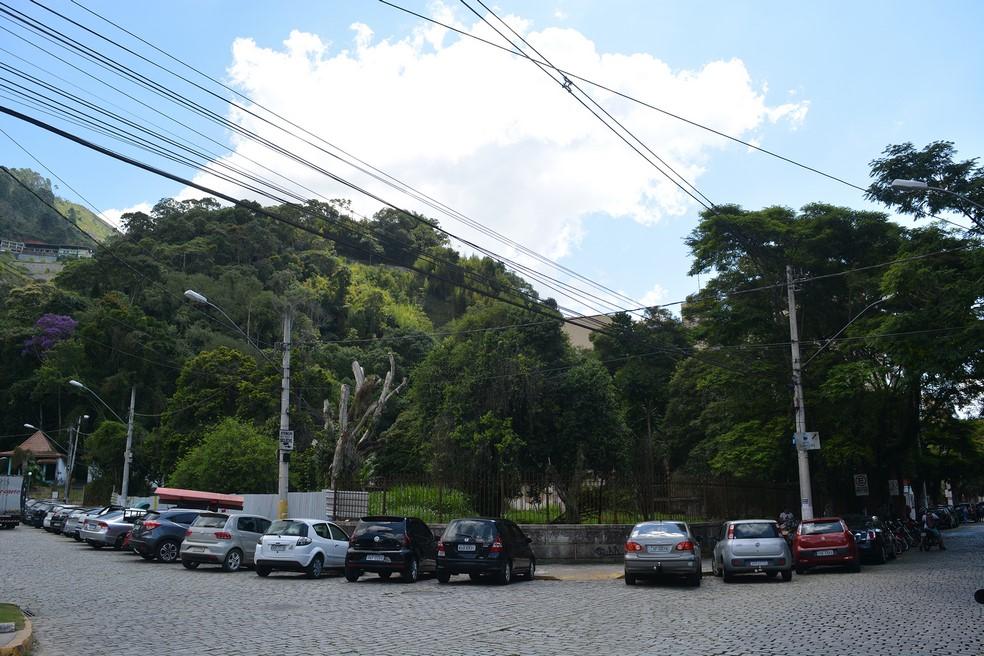 O terreno de esquina que a prefeitura planeja integrar à Praça do Suspiro (Fotos: Henrique Pinheiro)