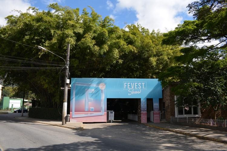 A fachada da Fevest no Country (Foto: Henrique Pinheiro)
