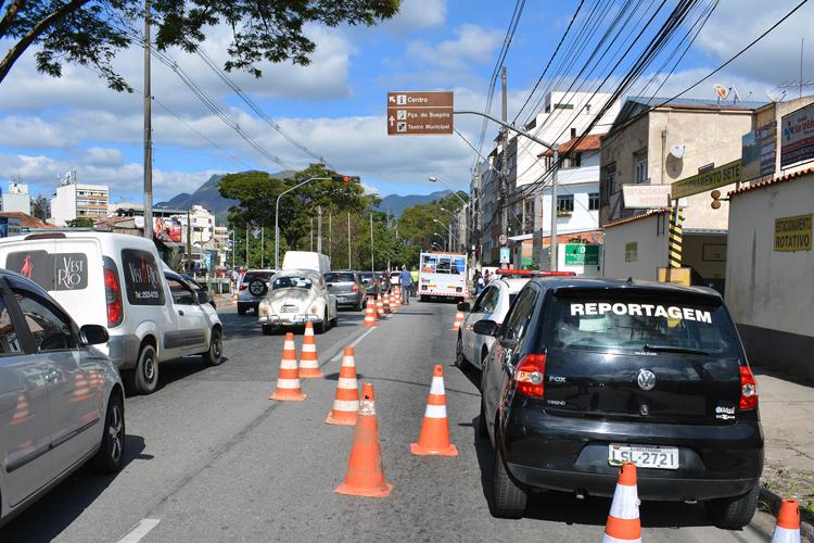 As câmeras começam a ser instaladas na Avenida Rui Barbosa (Foto: Henrique Pinheiro)