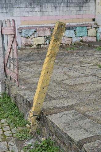 Creche municipal tem problemas no telhado, infiltrações, aranhas e ratos