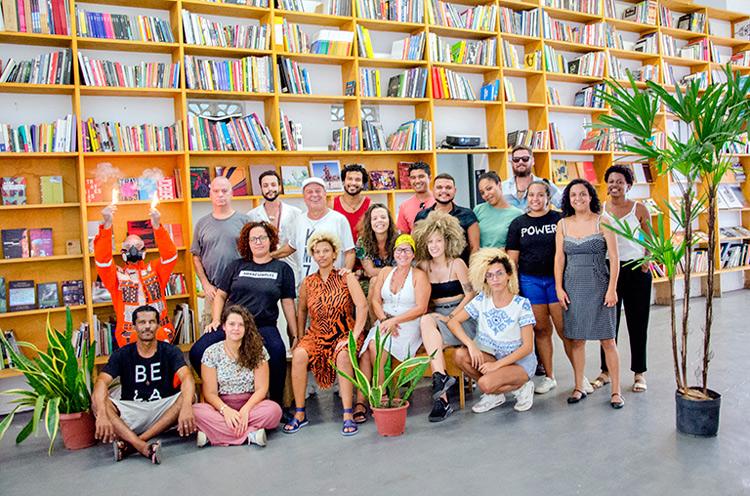 Exposição Metrópole Transcultural  no Galpão Bela Maré reúne 16 artistas