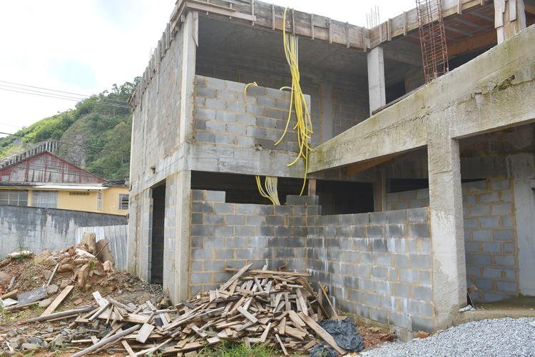 A escola com obras paradas (Fotos: Henrique Pinheiro)