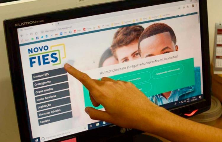 Estudantes com Fies podem suspender parcelas | Jornal A Voz da Serra
