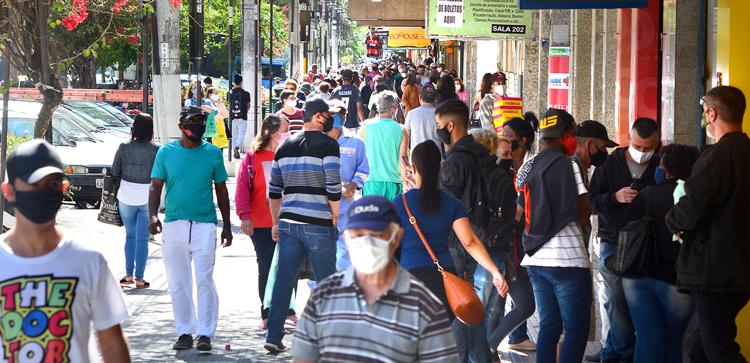 Movimento nas ruas de Friburgo em plena pandemia (Arquivo AVS/ Henrique Pinheiro)