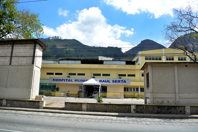 A fachada do Hospital Municipal Raul Sertã (Foto: Henrique Pinheiro)