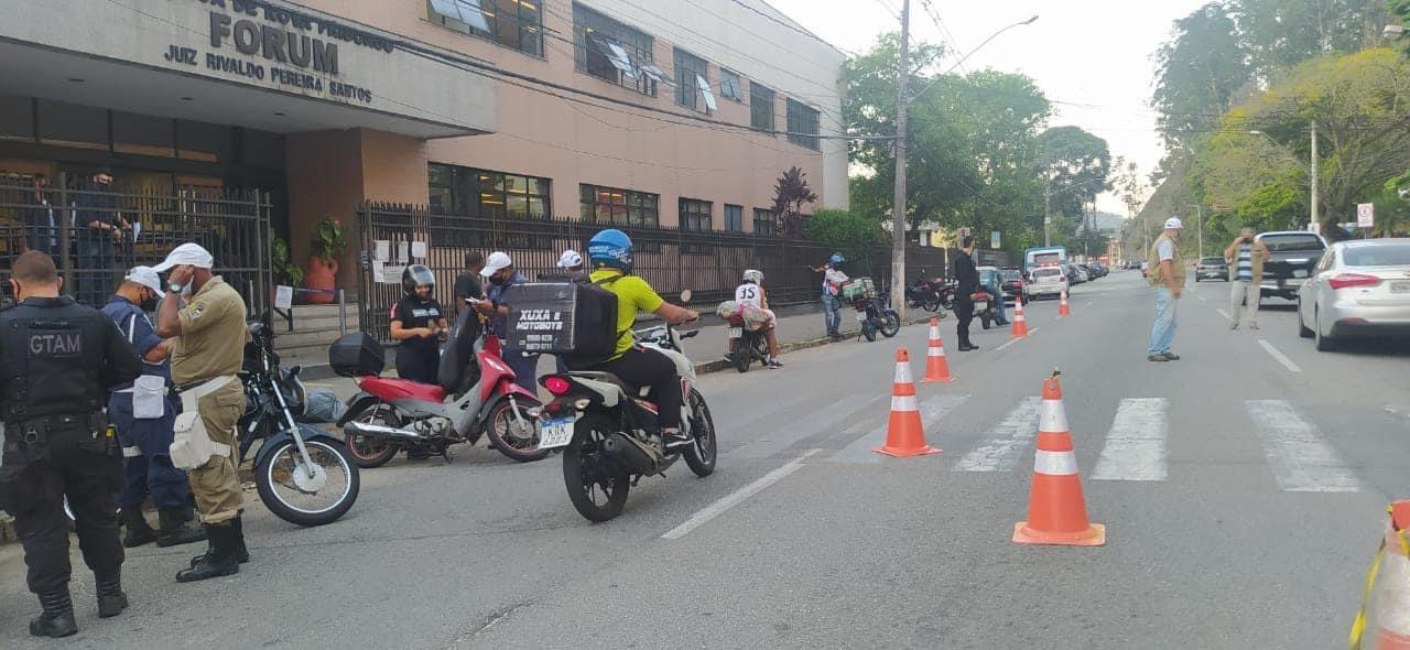 A blitz na Avenida Euterpe (Fotos divulgação/ GCM)