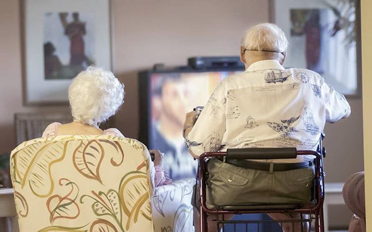 Aos idosos que não se entregaram e aos que ainda lutam para superar dificuldades