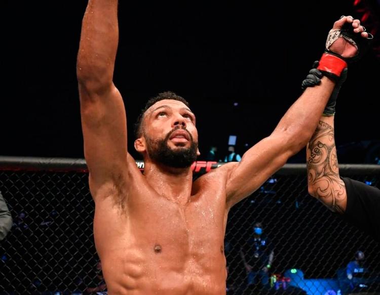 Show de luta: em alto nível, Barboza volta a vencer pelo UFC; Marlon perde