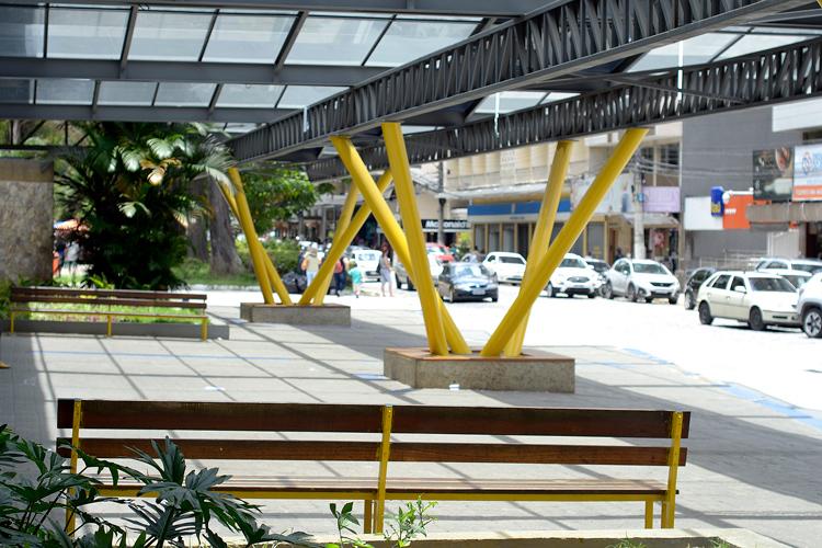 A Estação Livre completamente vazia nesta segunda sem ônibus (Fotos: Henrique Pinheiro)