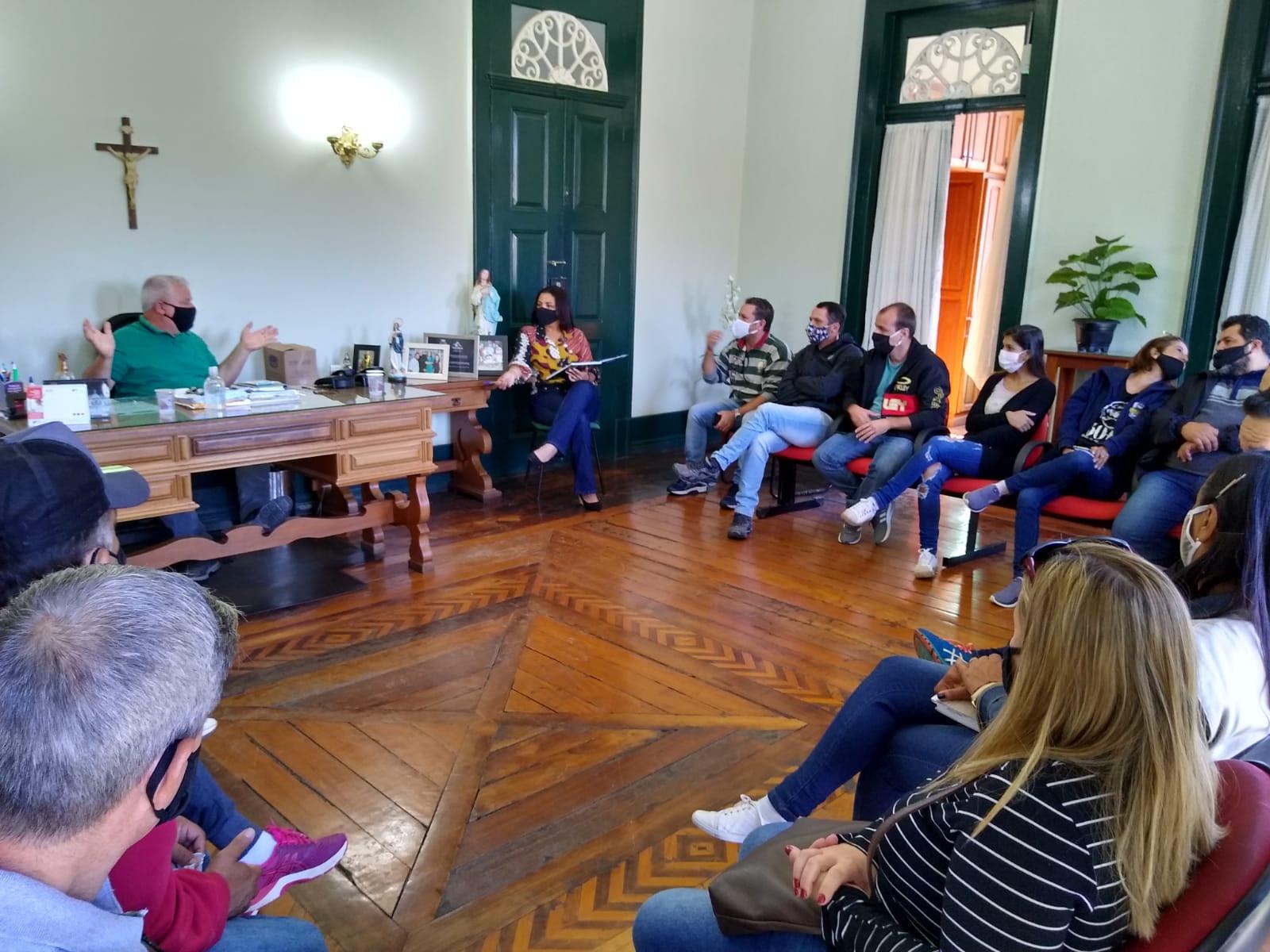 Empresários da cidade se reuniram com o prefeito Luterbach para decidir a flexibilização (Divulgação)