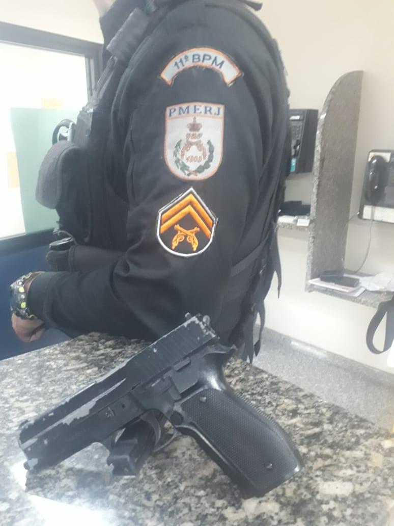 O simulacro de pistola apreendido no Alto de Olaria (Foto: 11 BPM)