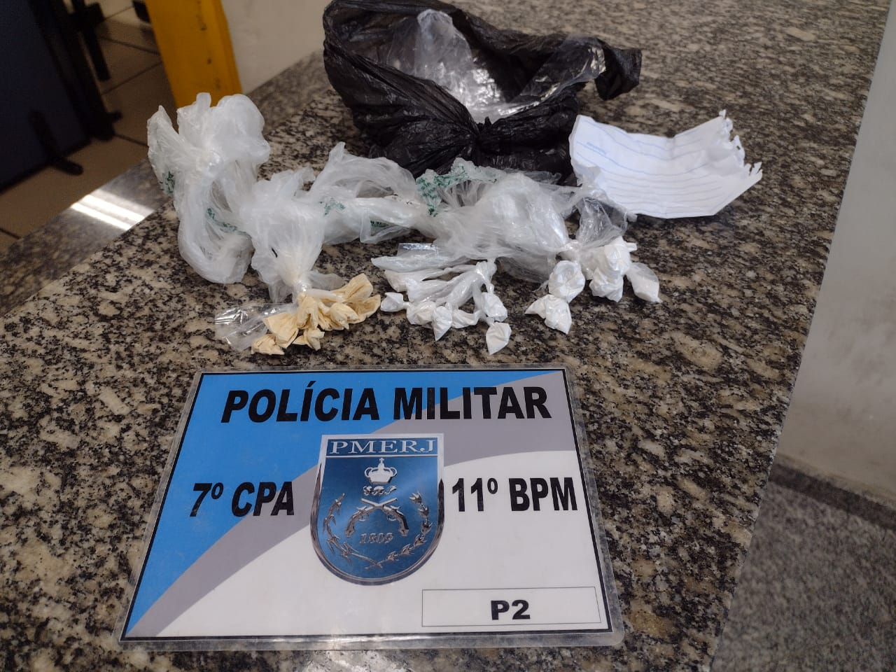 A droga apreendida na Chácara do Paraíso (Foto: 11 BPM)