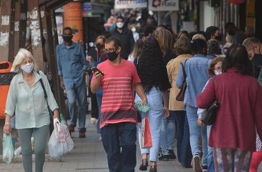Calçadas cheias em Nova Friburgo em plena pandemia Foto: Henrique Pinheiro)
