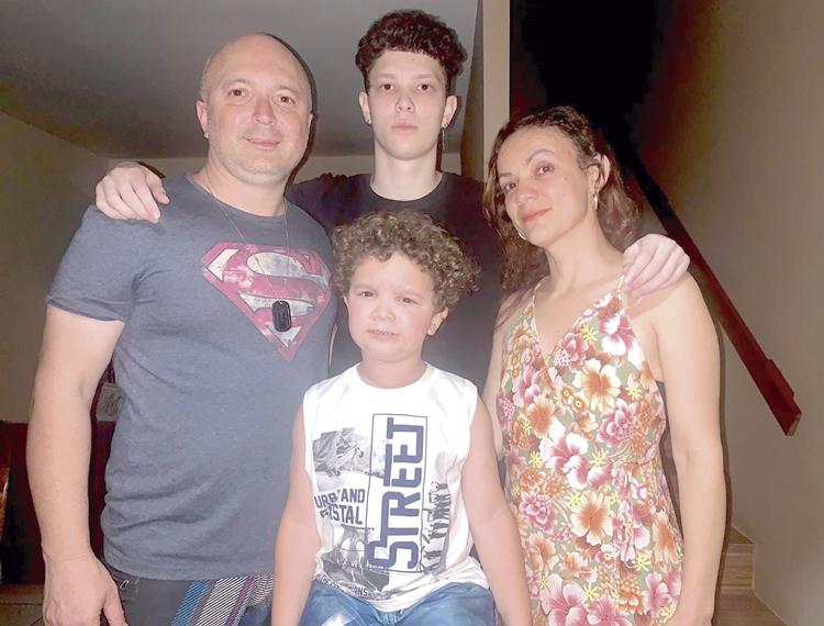 Andelvan e família (Fotos: acervo pessoal)