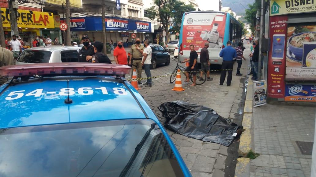O acidente aconteceu em um dos pontos mais movimentados da cidade (Fotos: Fernando Moreira)