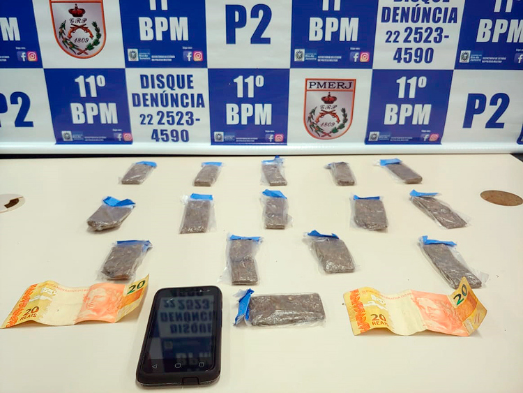 A droga, segundo a polícia, seria vendida no próprio loteamento
