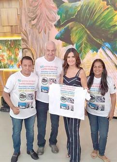 Representantes do projeto SOS Hospital do Câncer de Nova Friburgo com Fátima Bernardes (Reprodução da TV)