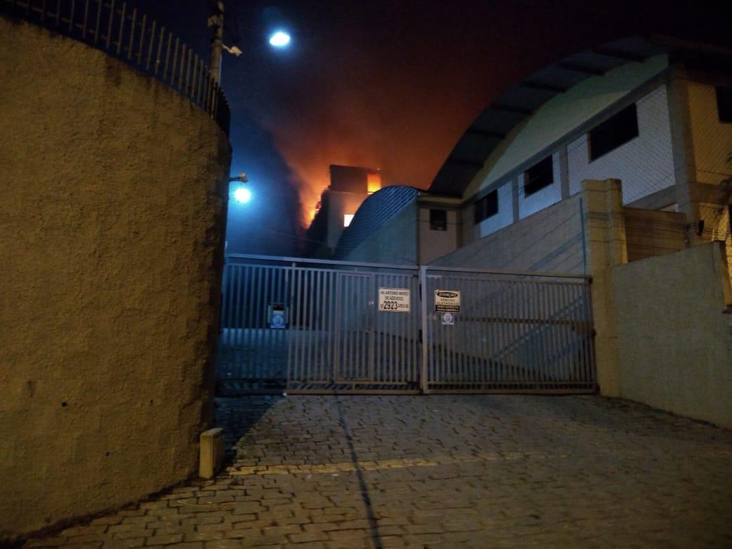 O fogo na fábrica (Foto de leitor)