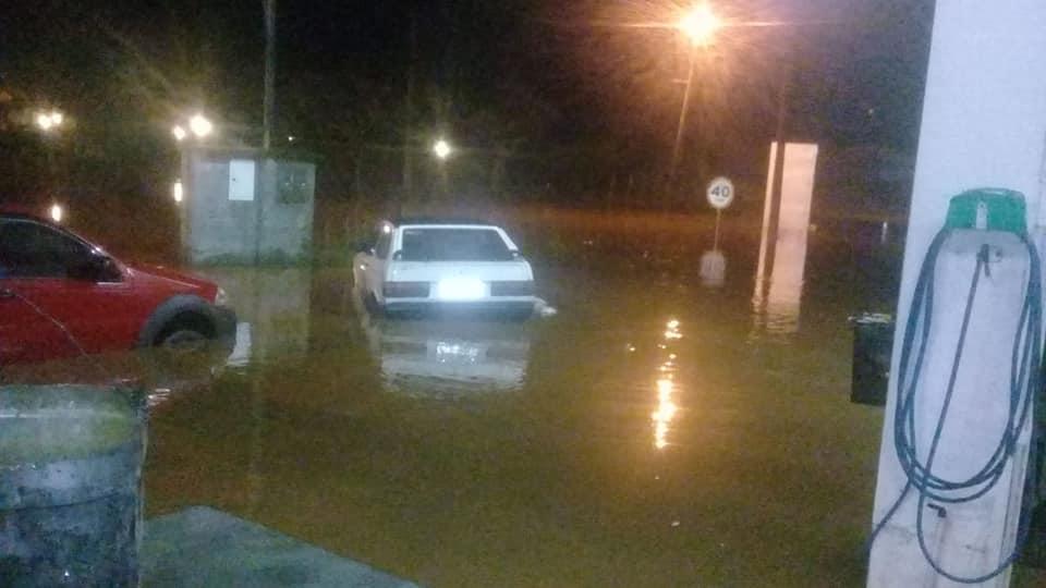 Posto de combustível em Mury ficou inundado (Foto de leitor)