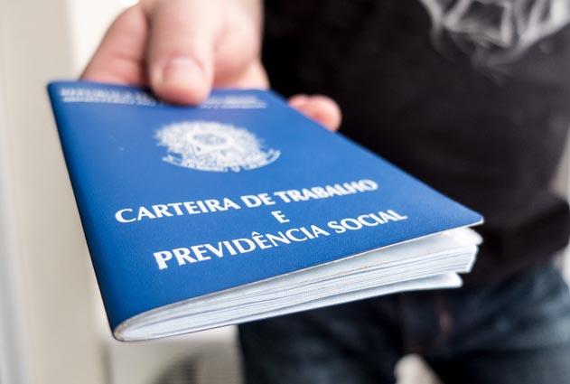 Bolsonaro relança programa de redução de salários e jornada