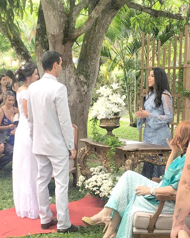Thalita Alves celebra um casamento (Arquivo pessoal)