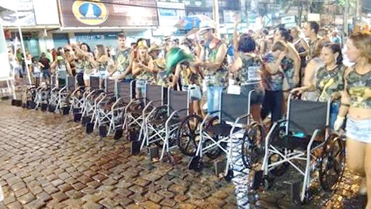 O desfile do Bloco da Jurema num carnaval passado