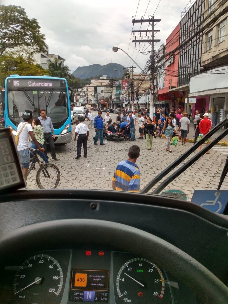 O acidente registrado por um motorista (Foto de leitor)