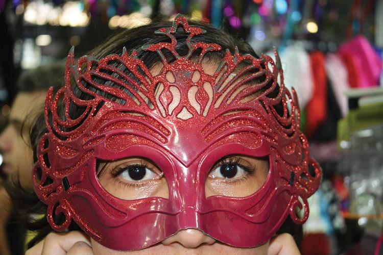 Uma simples máscara já transforma o visual (Fotos: Henrique Pinheiro)