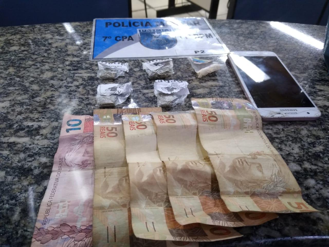 Dinheiro do tráfico apreendido no Três Irmãos (Foto: 11 BPM)