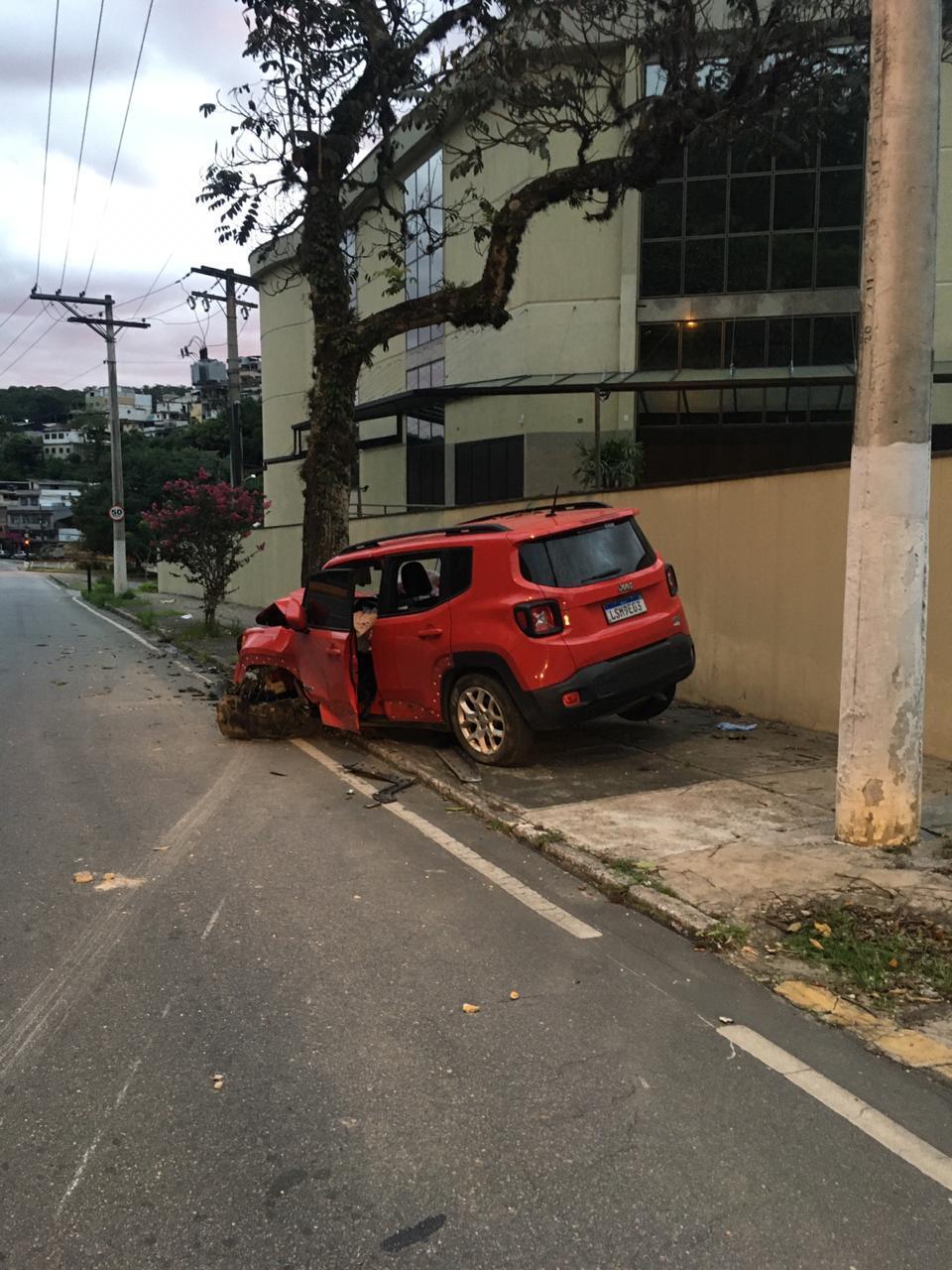 O carro após a batida (Foto de leitor)