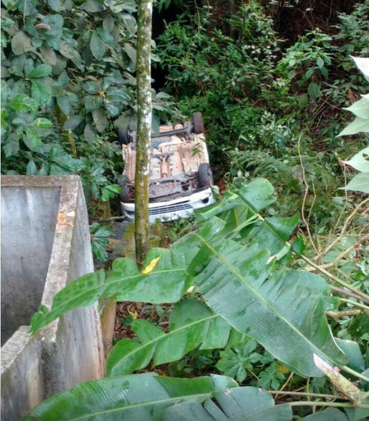 O carro acidentado (Foto de leitor)