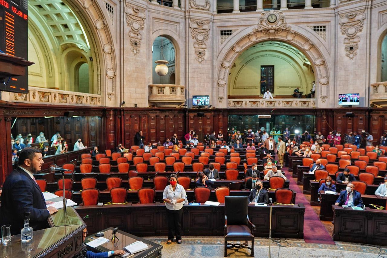 A sessão semipresencial que votou o relatório (Foto: Thiago Lontra/ Divulgação Alerj)