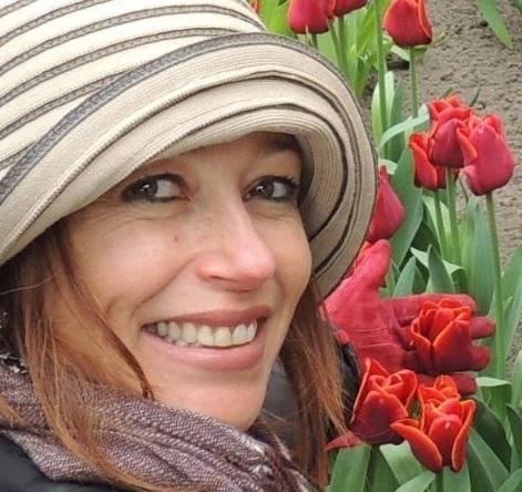 A artista plástica e estilista Alessandra Vaz, incendiada dentro de casa (Reprodução da web)