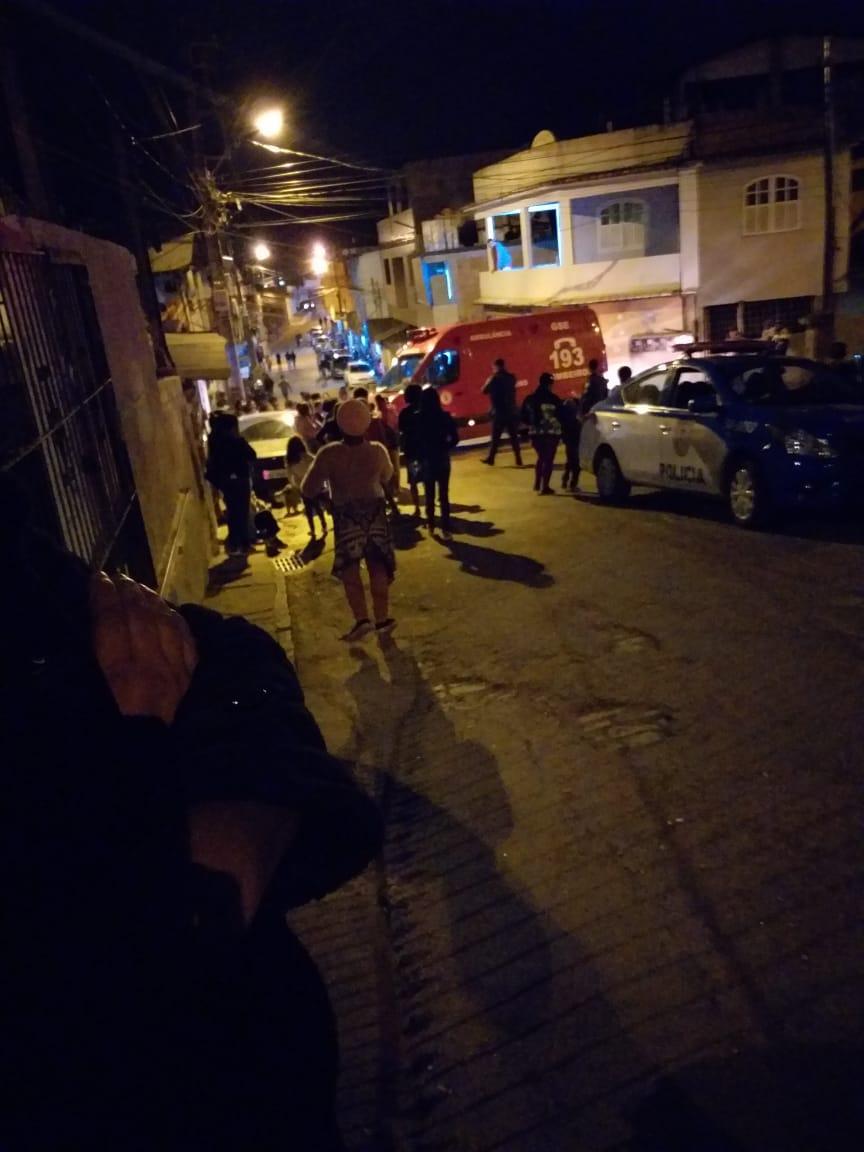 Ambulância no local após o confronto (Foto de leitor)