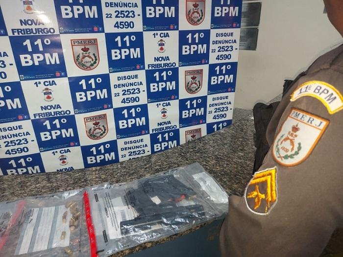 A arma usada no crime, apreendida pelos policiais do 11º BPM (Foto: 11 BPM)