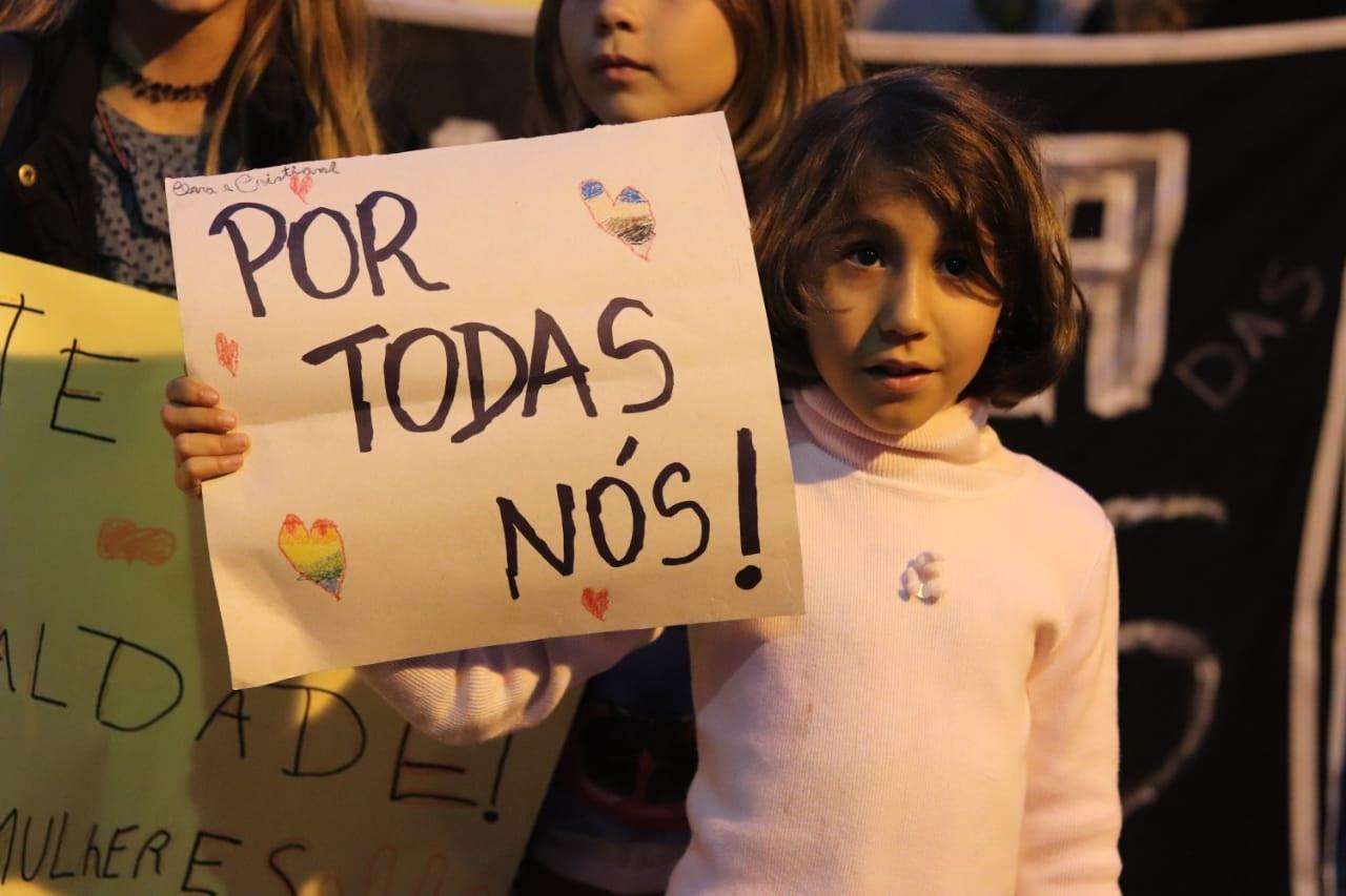Cartaz contra  feminicídio em ato em São Pedro da Serra em outubro (Arquivo AVS)