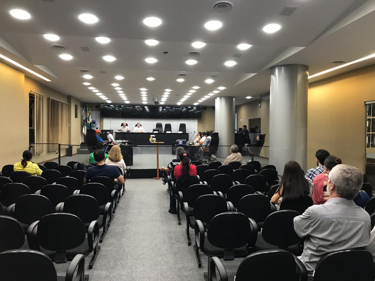 O plenário bem vazio durante a audiência (Fotos: Ana Gravino - Divulgação CMNF)