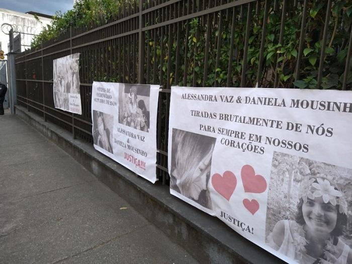 Cartazes do lado de fora do Fórum, na audiência do caso de Stucky, em setembro passado  (Arquivo AVS)