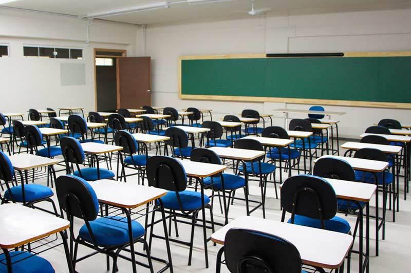 Profissionais das escolas municipais de Friburgo entram em greve