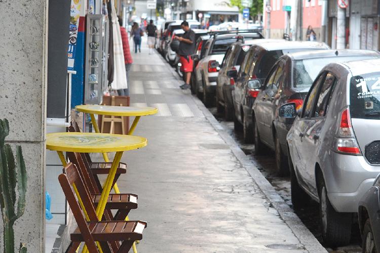 Bares sem clientela no início da pandemia: nesta sexta-feira já poderão abrir (Arquivo AVS/ Henrique Pinheiro)