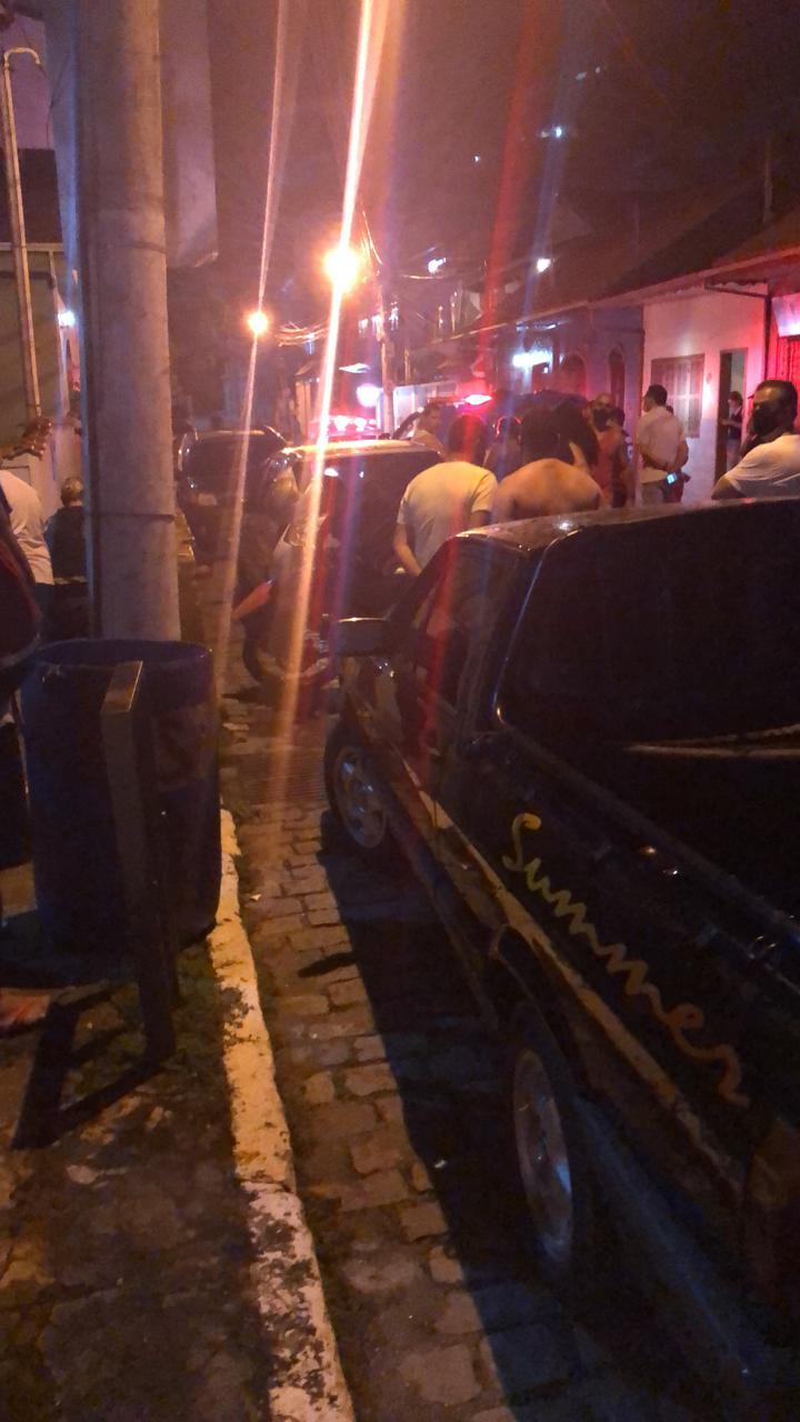 A movimentação na rua após o crime (Foto de leitor)