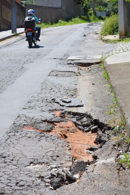 Prefeitura compra mais de R$ 500 mil em asfalto para recuperar vias