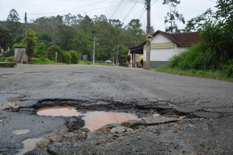 Os buracos em Varginha (Fotos: Henrique Pinheiro)