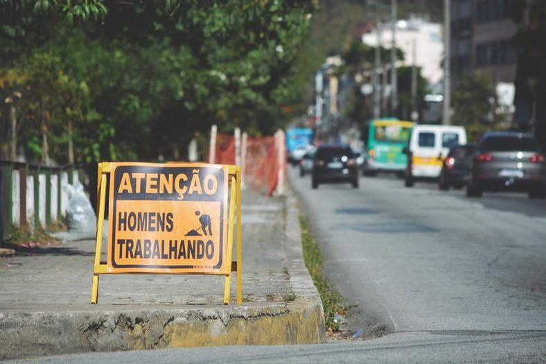 A sinalização da obra (Foto: Henrique Pinheiro)